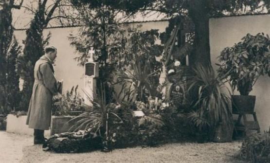 Grab Von Alois Und Klara Hitler 1938