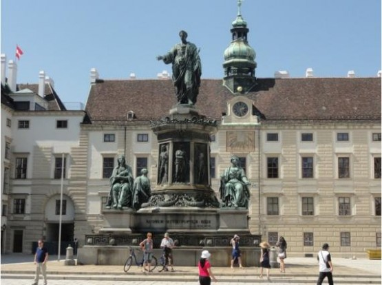 Alte Burg -  Emperor Francis Joseph I Monument - In Der Burg