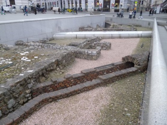 Michaelerplatz - Roman Ruines 1