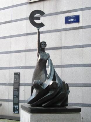 European Parliament Mall - Euro Statue