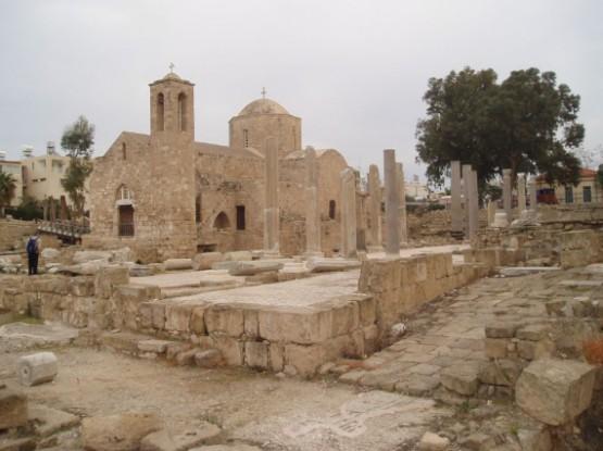 Церковь Айя-Кириаки и колонна Св. Павла