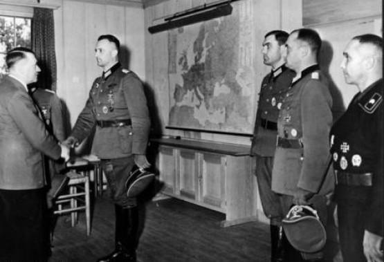 Hitler & Officers Inside Platterhof