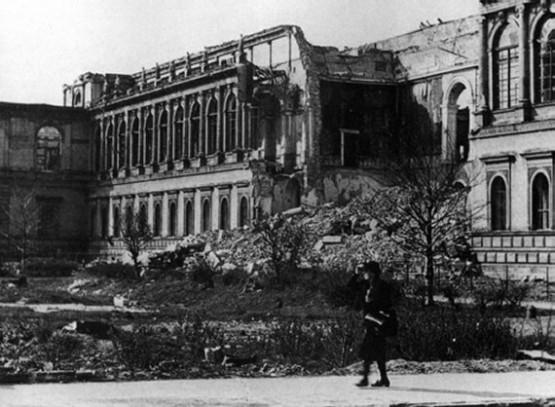 Alte Pinakothek 1945