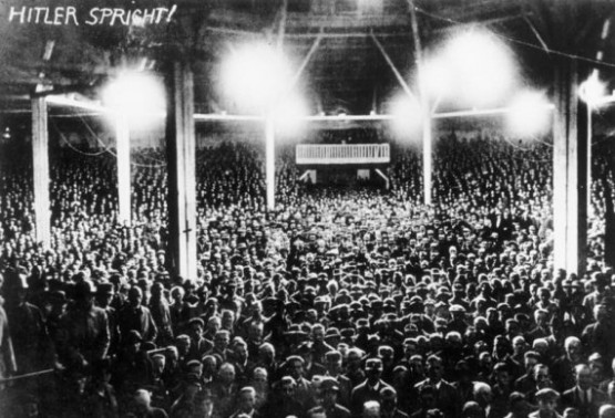 Krone - Hitler spricht 1925