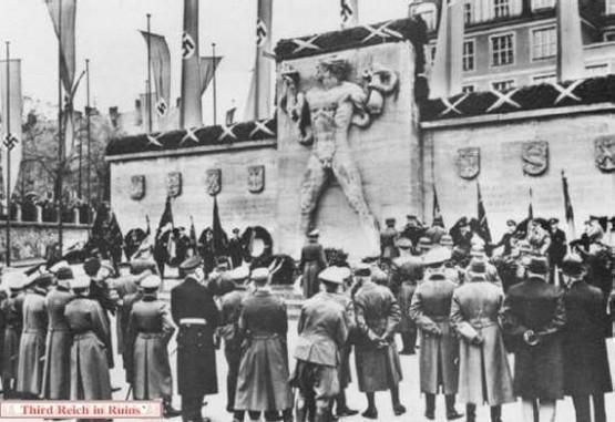 Freikorps-Denkmal 1942