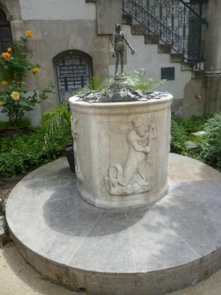 Muenchner Kunstlerhaus - Konrad Dreher Brunnen 1