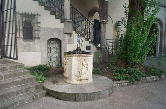 Muenchner Kunstlerhaus - Konrad Dreher Brunnen