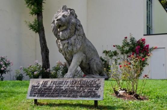 Katholischen Akademie - Lion from Wittelsbacher Palais 1