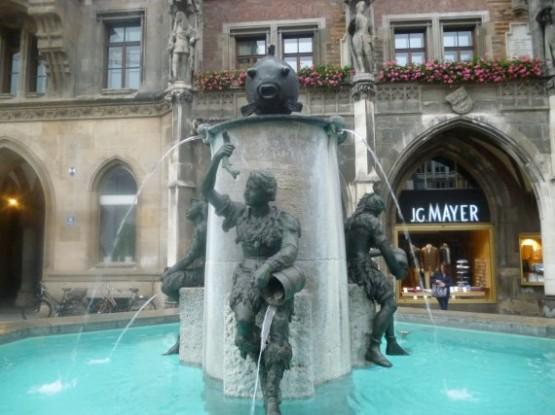 Marienplatz Fischbrunnen (1)