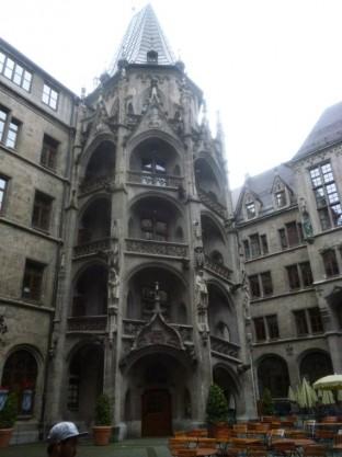 Neues Rathaus - Courtyard 1