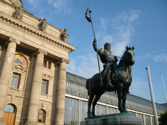 Otto I Wittelsbach Statue