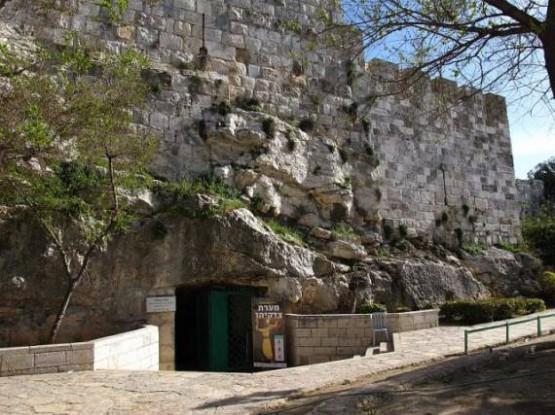 Zedekiahs Cave 2