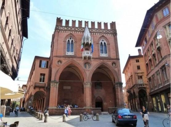 Palazzo Della Mercanzia 1