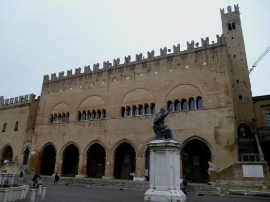 Palazzo dell Arengo 1