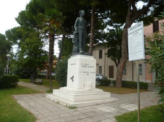 Giuseppe Capitan Giulietti Statue