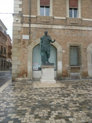 Piazza Tre Martiri - Caesar Statue 1
