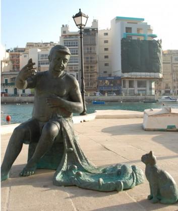 бронзовая фигура рыбака