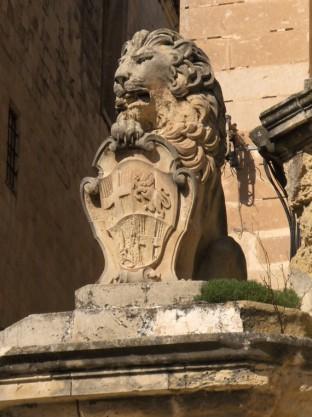 Статуя Льва Вильены