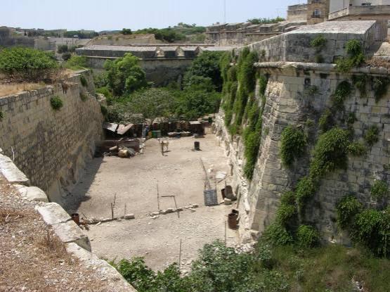 Poste De Castile - ditch