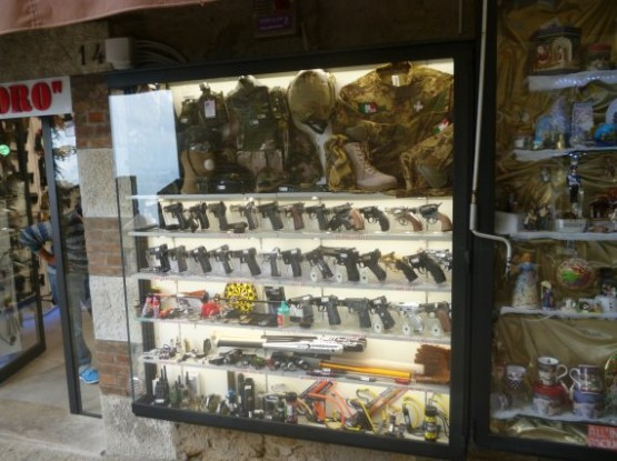 San Marino Shopping 5