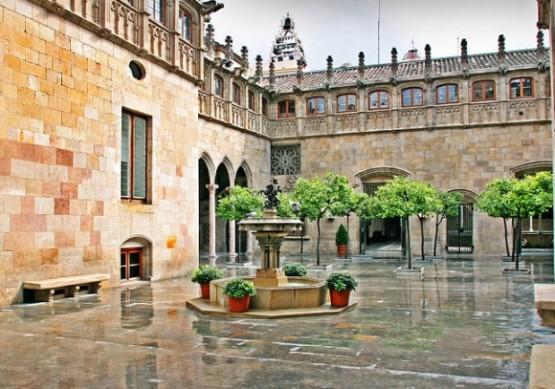 Palau De La Generalitat De Catalunya  - Pati Dels Tarongers
