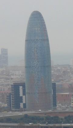 небоскреб в центре Барселоны