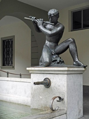 Floetenspielerbrunnen 1